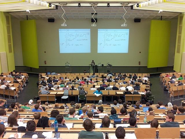 Rendimiento académico: Clases multimédias vs clases tradicionales