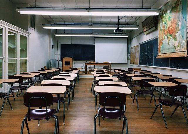 Filas o Grupos: Cómo es mejor sentar a los estudiantes para estimular su aprendizaje