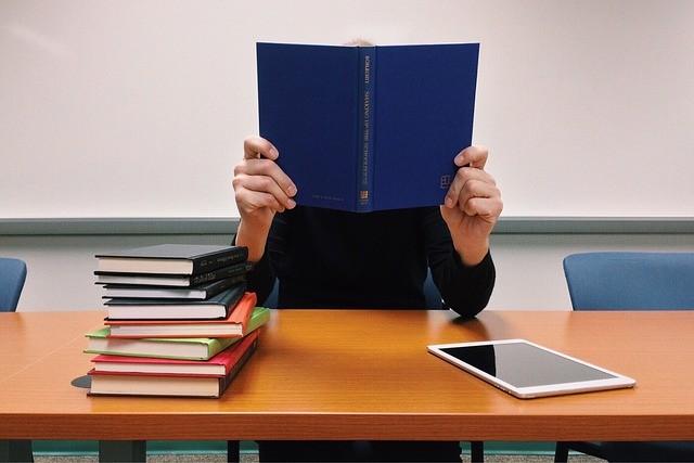 Influencia de la inteligencia, el rendimiento académico, y el hogar sobre el aprendizaje